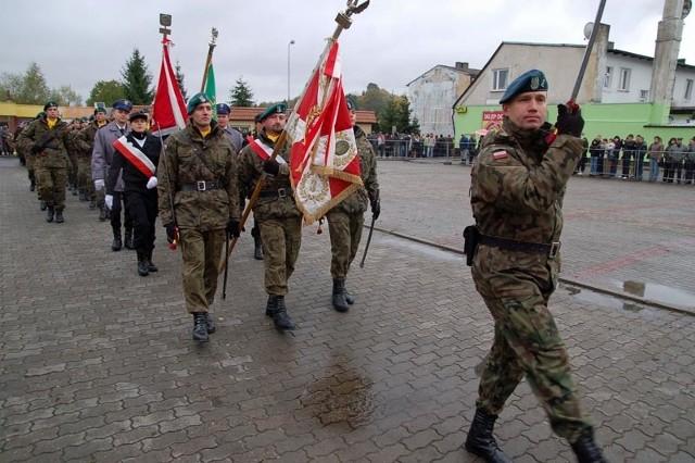 Mlodziez w mundurachŚlubowanie klas mundurowych w Bialym Borze