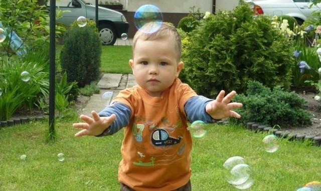 2-letni Filip Olejnik z Kujakowic Górnych zachorował na białaczkę. To kolejne nieszczęście w rodzinie. Jego tata Rafał zginął w wypadku samochodowym, kiedy Filip był jeszcze w brzuchu u mamy.