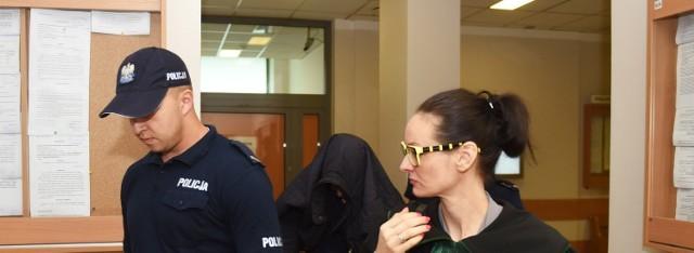-Prokuratura Rejonowa w Poznaniu przedstawiła we wtorek byłemu działaczowi Platformy Obywatelskiej, Rafałowi P. akt oskarżenia. Mężczyzna oskarżony jest o pedofilię. Został aresztowany w czerwcu ubiegłego roku. W ujęciu sprawcy pomogła babcia jednej z ofiar.