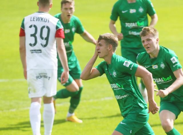 Warta Poznań przegrała ze Śląskiem batalię o puchary. Dwa gole i asysta Erika Exposito zmieniły losy meczu w Grodzisku i pozbawiły Zielonych marzeń o europejskich pucharach.