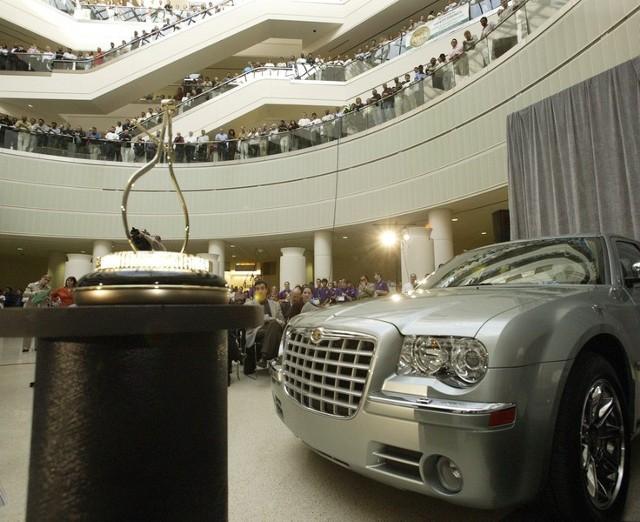 W USA, w ciągu pierwszych sześciu miesięcy sprzedano aż 87000 egzemplarzy Chryslera 300C.