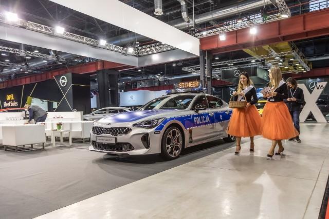 Policyjny radiowóz KIA Stinger. X Ogólnopolskie Targi Motoryzacyjne i Biznesowe FLEET MARKET 2018
