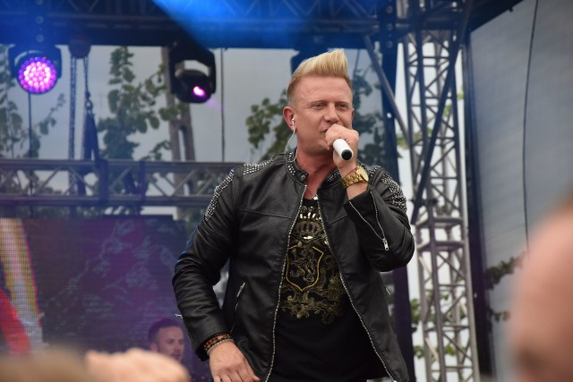 Jedną z gwiazd podczas szydłowieckiego festiwalu był zespół D-BOMB z Bartkiem Padyaskiem na czele.>>>KLIKNIJ W NASTĘPNE ZDJĘCIE ABY CZYTAĆ DALEJ
