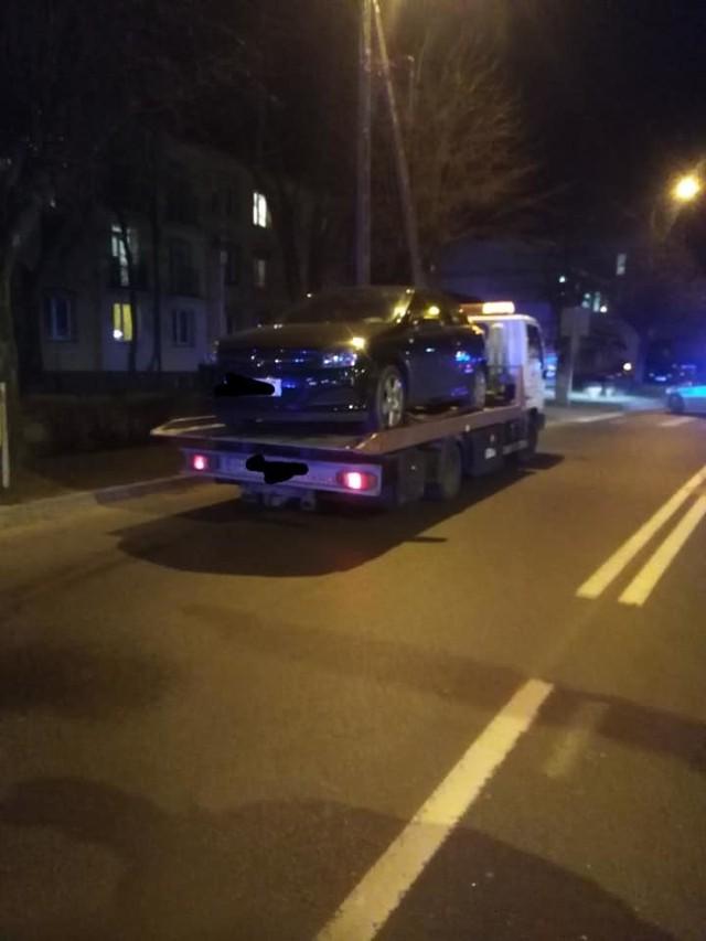 Zdarzenie drogowe miało miejsce w czwartek około godziny 20.Zdjęcia oraz informacje pochodzą z: OSP Nowokornino