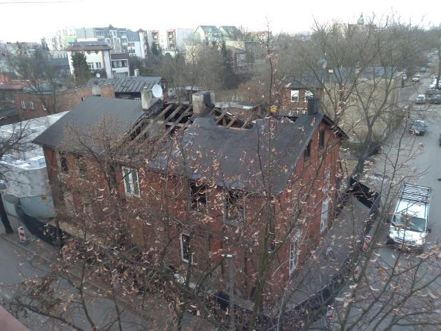 Zanim rozbiórka została zatrzymana, robotnicy zdemontowali część dachu. Jeżeli dom Grossówny rzeczywiście ma zostać uratowany, decyzje w tej sprawie powinny zapaść bardzo szybko
