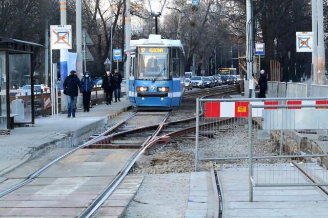 Robotnicy zablokowali przejazd tramwajom jadącym do pętli Krzyki