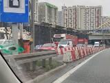 Paraliż drogowy w centrum Katowic. Trasa do Sosnowca zakorkowana po wypadku na łuku drogi