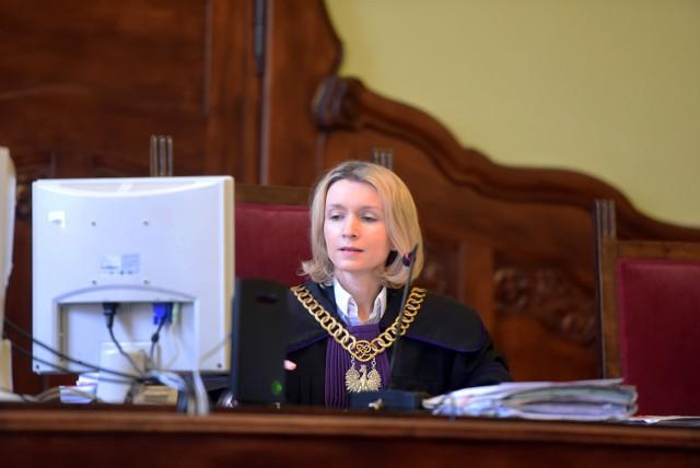 Sędzia Monika Smaga-Leśniewska przesłuchiwała w Sądzie Rejonowym Poznań - Stare Miasto kolejnych świadków w sprawie śmierci owczarka niemieckiego