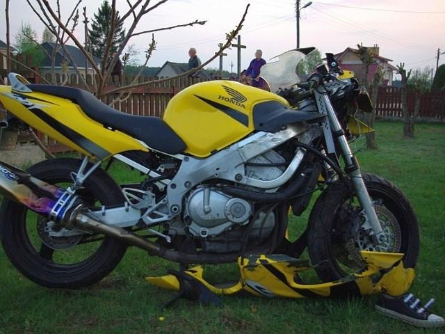 Kozince - motocyklista wjechal w busaKozince - motocyklista wjechal w busa