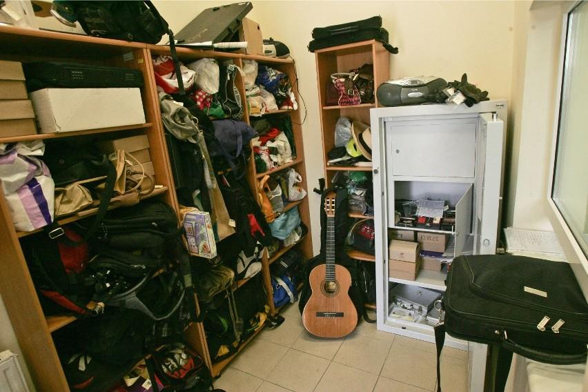Biuro rzeczy znalezionych we wrocławskim MPK, zdjęcie...