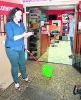 Człuchów: Deszcz zdewastował sklep. Właściciele punktu chcą odszkodowania od... miasta