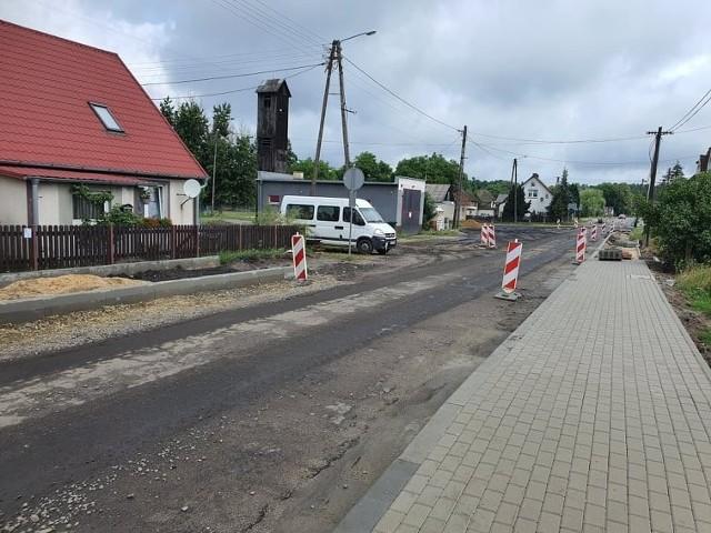 Powoli kończy się remont drogi powiatowej w Bytnicy. Będzie to też zakończenie dużego projektu, dotyczącego modernizacji odcinka na trasie Krosno Odrzańskie-Bytnica.