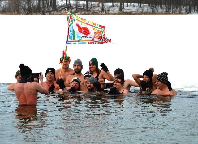 Bytowskie morsy dołączyły do Wielkiej Orkiestry Świątecznej Pomocy.
