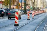 Koniec remontu torowiska na Dąbrowskiego. Kiedy tramwaje wrócą na trasy?