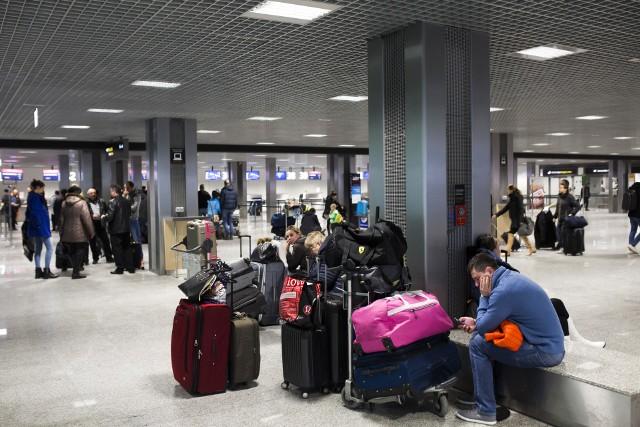 Gdy linie lotnicze zgubią nasz bagaż, a wcześniej wykupiliśmy polisę turystyczną, to ubezpieczyciel zwróci koszty przedmiotów znajdujące się w zgubionym bagażu.