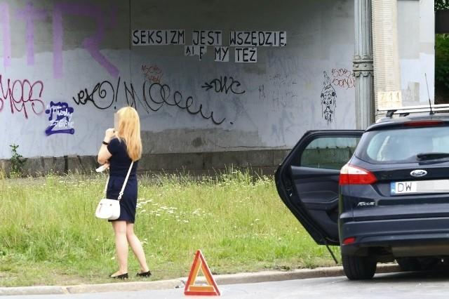 Kierująca fordem kobieta, wyjeżdżając ul. Owsianej, nie ustąpiła pierwszeństwa przejazdu kierowcy opla jadącemu ul. Zaporoską