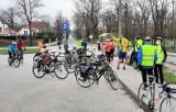 """Inowrocław. Członkowie Klubu Turystyki Rowerowej """"Kujawiak"""" szukali wiosny jadąc wkoło jeziora Pakoskiego. Zdjęcia"""