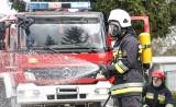 Pożar domu w miejscowości Obrzębin w powiecie tureckim. Na miejscu 10 zastępów straży