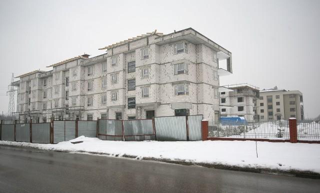 Nowy blok mieszkalny w RadomiuPonad połowa mieszkań w tych blokach znalazła już swoich nabywców.