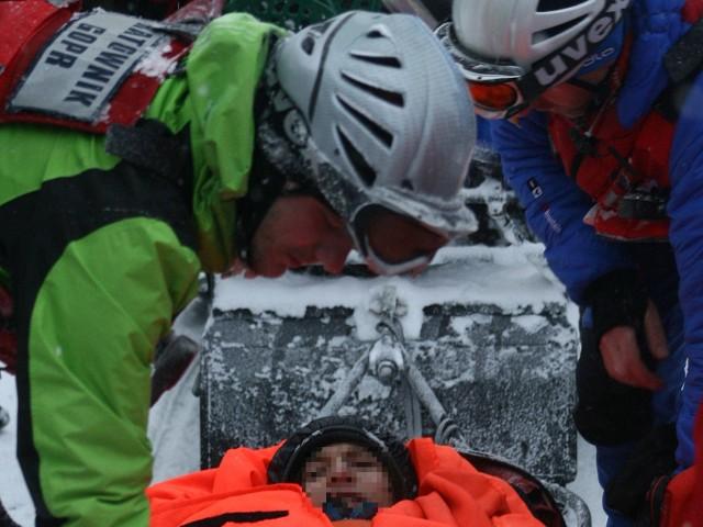 Ewakuacja w śniegowej zamieci uczestników szkoły przetrwania z Bukowego Berda