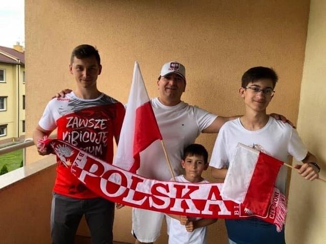 Animatorzy Euro 2020. Od lewej: Robert Cieślik, Andrzej Cieślik, Adam Cieślik, Jacek Cieślik. Piłkarskie nazwisko zobowiązuje. Emocji w domu wielkich kibiców piłki nożnej nie brakuje