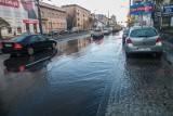 Burza w Łodzi. Zalana trasa W-Z oraz Piotrkowska! Wielkie kałuże na chodnikach...  [zdjęcia]