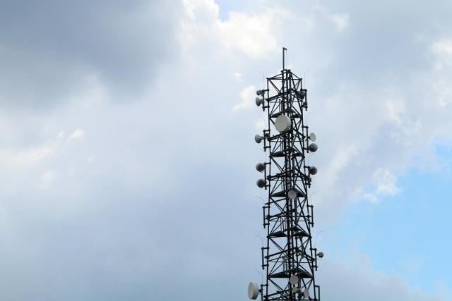 Najważniejszy jest jednak fakt, iż jest to testowy multipleks nadawany w technologii DVB-T2 (z wykorzystaniem kodeka HEVC – H.265), a nie jak obecnie działające pozostałe multipleksy DVB-T (z wykorzystaniem kodeka AVC – H.264).