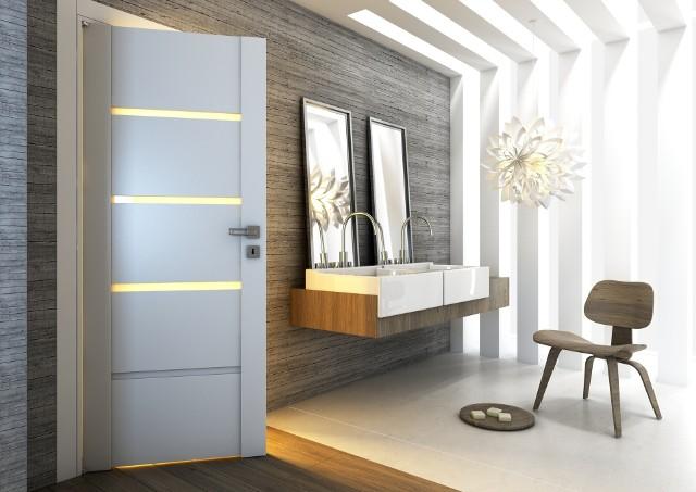 Aranżacja łazienkiUrządzając łazienkę w nowoczesnym stylu szukamy ciekawych dodatków i dekoracji oraz mebli i oświetlenia. Równie ważne są drzwi.Widoczne na zdjęciu drzwi Passo mają eleganckie przeszklenia zapewniające prywatność oraz dyskretne podcięcie wentylacyjne umożliwiające przepływ powietrza.