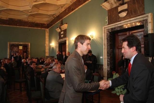 Przedstawiciel Okręgowej Spółdzielni Mleczarskiej we Włoszczowie, która zwyciężyła w kategorii zakładów pracy zatrudniających powyżej 250 pracowników.
