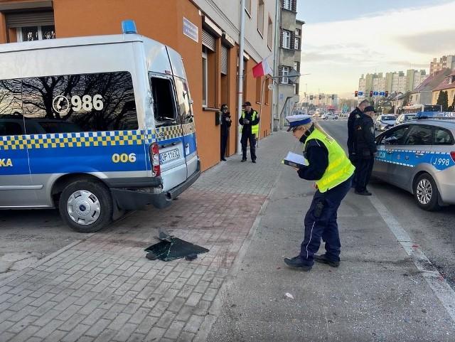 Nowy wjazd ma sprawić, że nie będzie już dochodzić do niebezpiecznych sytuacji przy ul. Niemodlińskiej na wysokości posterunku Straży Miejskiej