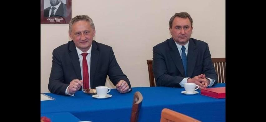 Wojewoda świętokrzyski Zbigniew Koniusz w sandomierskim szpitalu podziękował pracownikom za walkę z covidem [ZDJĘCIA]