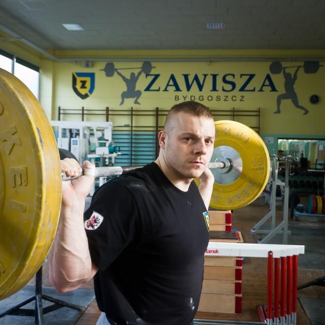 Adrian Zieliński czeka cierpliwie na swój srebrny medal za listopadowe MŚ w amerykańskim Houston