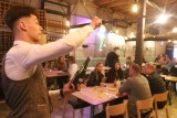 Restauracje, puby i ogródki piwne otwarte! Tłumy w lokalach na ul. Piotrkowskiej ZDJĘCIA