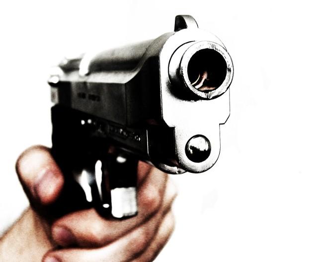 Napad na Leśnej Dolinie. Uzbrojony mężczyzna sterroryzował mieszkańców domu
