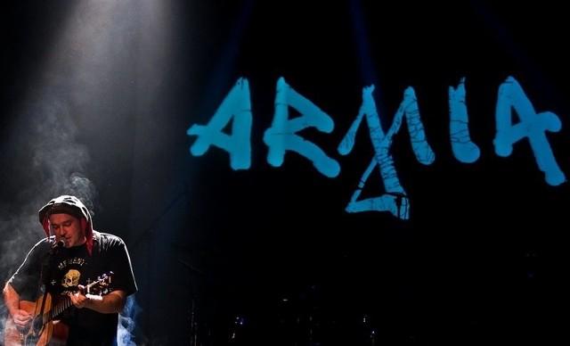 Armia - to logo i tego muzyka zna każdy fan gitarowego grania.