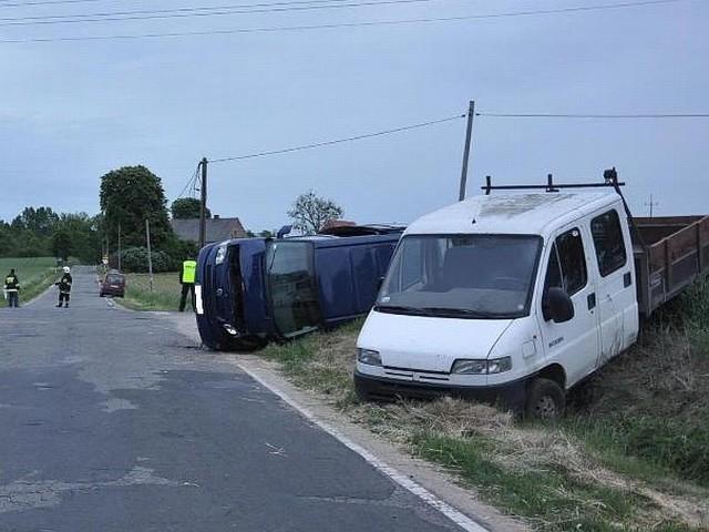 W Ryżynie w powiecie międzychodzkim kierowca volkswagena wymusił pierwszeństwo przejazdu i został uderzony przez prawidłowo jadącego dostawczego peugeota