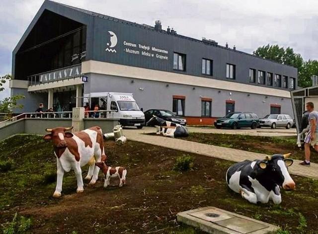 Grajewskie Muzeum Mleka mieści się przy ul. Konstytucji 3-go Maja 36. Czynne jest codziennie w godzinach  10.00 - 18.00