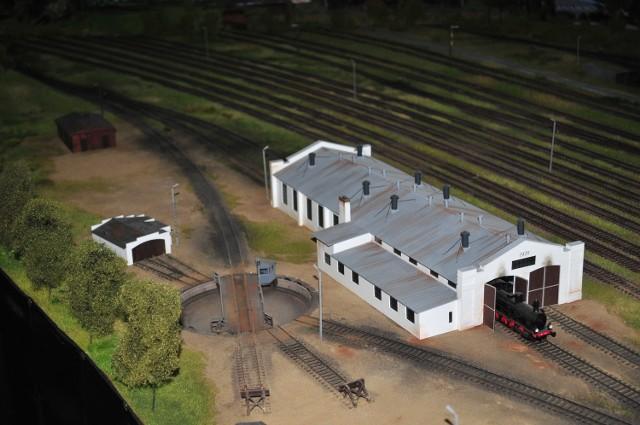 Atrakcją Muzeum Kolejnictwa jest oryginalna parowozownia oraz zabytkowe parowozy