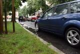 Fontanna na placu Bohaterów w Zielonej Górze doczekała się remontu, a co z uliczkami wokół? Po deszczu robią się tu spore kałuże