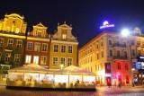 Poznań: Nielegalny neon neoBanku zniknie ze Starego Rynku
