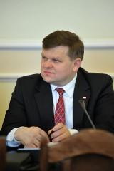 Sejm: Nowy wiceszef MON Wojciech Skurkiewicz tłumaczył się z nieudanych zakupów Macierewicza. Zamknięte posiedzenie komisji obrony narodowej