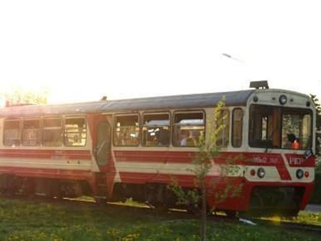 Towarzystwo Miłośników Wąskotorówki organizuje przejazd.
