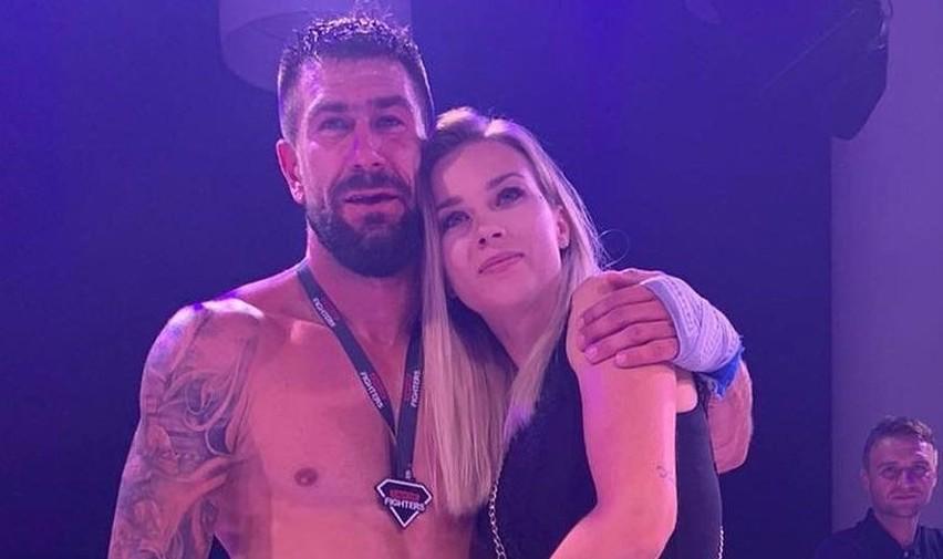 Były piłkarz Korony Kielce Kamil Sylwestrzak wygrał swoją pierwszą walkę w boksie. Cel był szczytny - pomoc dzieciom walczącym z chorobą nowotworową.