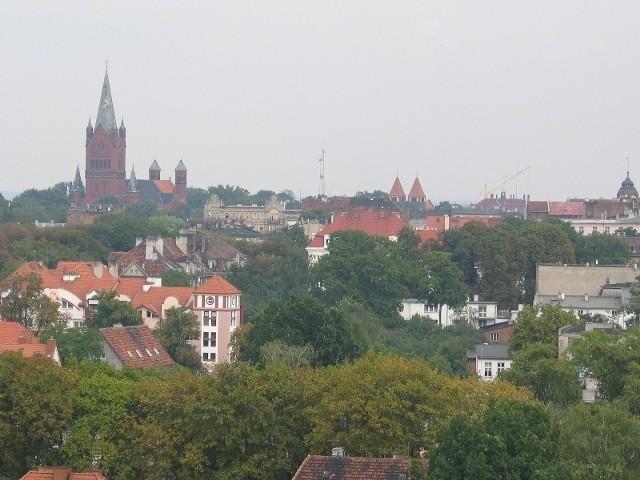Liczba mieszkańców Inowrocławia (powyżej panorama miasta) zmniejsza się nieustannie od wielu lat