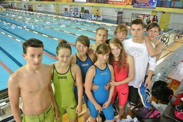 Młodzi pływacy MKS Trójka