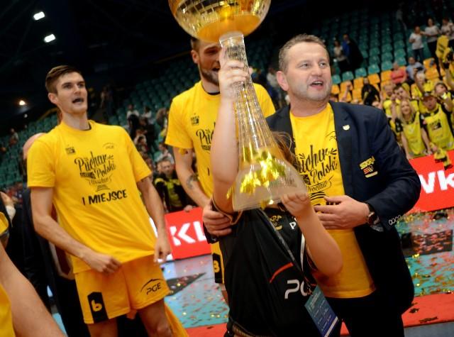 Prezes Konrad Piechocki ma się czym chwalić - PGE Skra zdobyła 9 razy mistrza Polski i 7 razy puchar