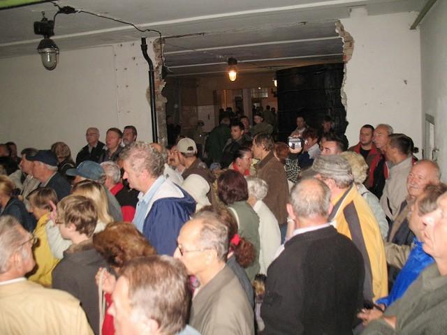 W jednej z bocznych hal fabrycznych urządzilismy salę pokazów multimedialnych. Okazała się za mała, bo mieściła tylko ok. 150 osób.
