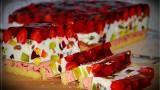 Ciasto z truskawkami na biszkopcie z galaretką i masą śmietanową, czyli torcik babci Danusi [PRZEPIS] 30.06.21