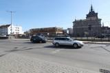 Naziemne przejście dla pieszych przy Bramie Wyżynnej w Gdańsku. Są trzy chętne firmy do jego budowy