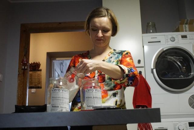 Unia Europejska chce wprowadzenia zakazu sprzedaży plastikowych produktów jednorazowego użytku. Coraz więcej osób nie czekając na nowe przepisy rezygnuje z plastiku. Kolejne zdjęcie --->